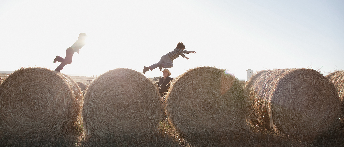 Kids-jumping-on-hay-bails